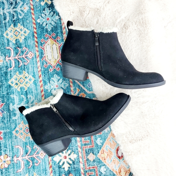 BLACK FAUX SUEDE & FAUX SHEARLING ANKLE BOOT (WW)